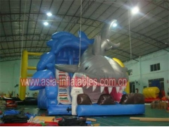 Diapositiva inflable del tiburón